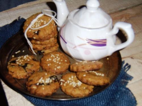 Prunes and Sesame Cookies