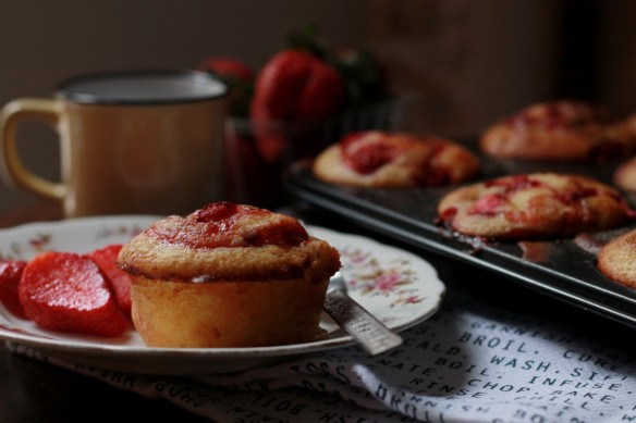 Strawberry, pomegranate and Kinnow muffin